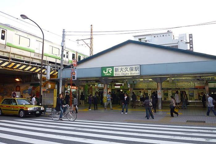 東京都内、「ミライザカ」そばの街ブラスポットです。